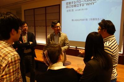 庄司氏と参加者の歓談写真 912.JPGのサムネイル画像